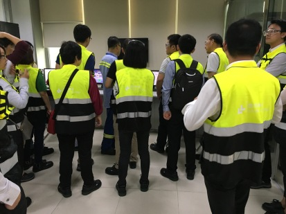 Press and analyst plant tour inChina